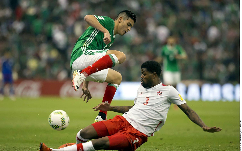 El futbolista mexicano Raúl Jiménez se convirtió en el jugador más caro en la historia del futbol mexicano y del Benfica, quien pagó 22 millones de euros al Atlético de Madrid para hacerse de sus servicios. /AGENCIA REFORMA