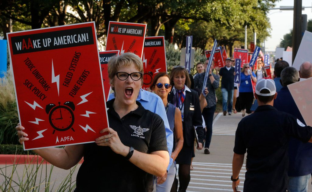 Flight attendants picket outside of American Airlines headquarters in Fort Worth on Aug. 30, 2018. The union is calling attention to a number of their complaints, including uniforms, scheduling and sick leave policy.(Nathan Hunsinger/The Dallas Morning News)