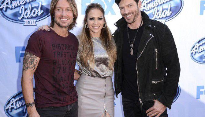 (De izq. a der.) Keith Urban, Jennifer López y Harry Connick Jr. son los actuales jueces de American Idol. (AP/DAN STEINBERG)
