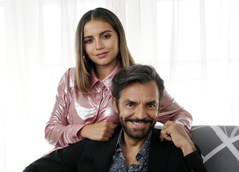 Isabela Moner junto a Eugenio Derbez.