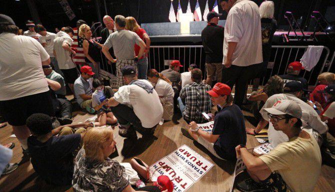 Seguidores de Donald Trump se prepararon llegando horas antes de que iniciara el rally en Gilley's. (Nathan Hunsinger/The Dallas Morning News)