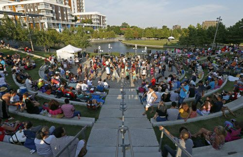 El Vitruvian Park de Addison suele tener varios festivales de música gratis. (Jae S. Lee/The Dallas Morning News)