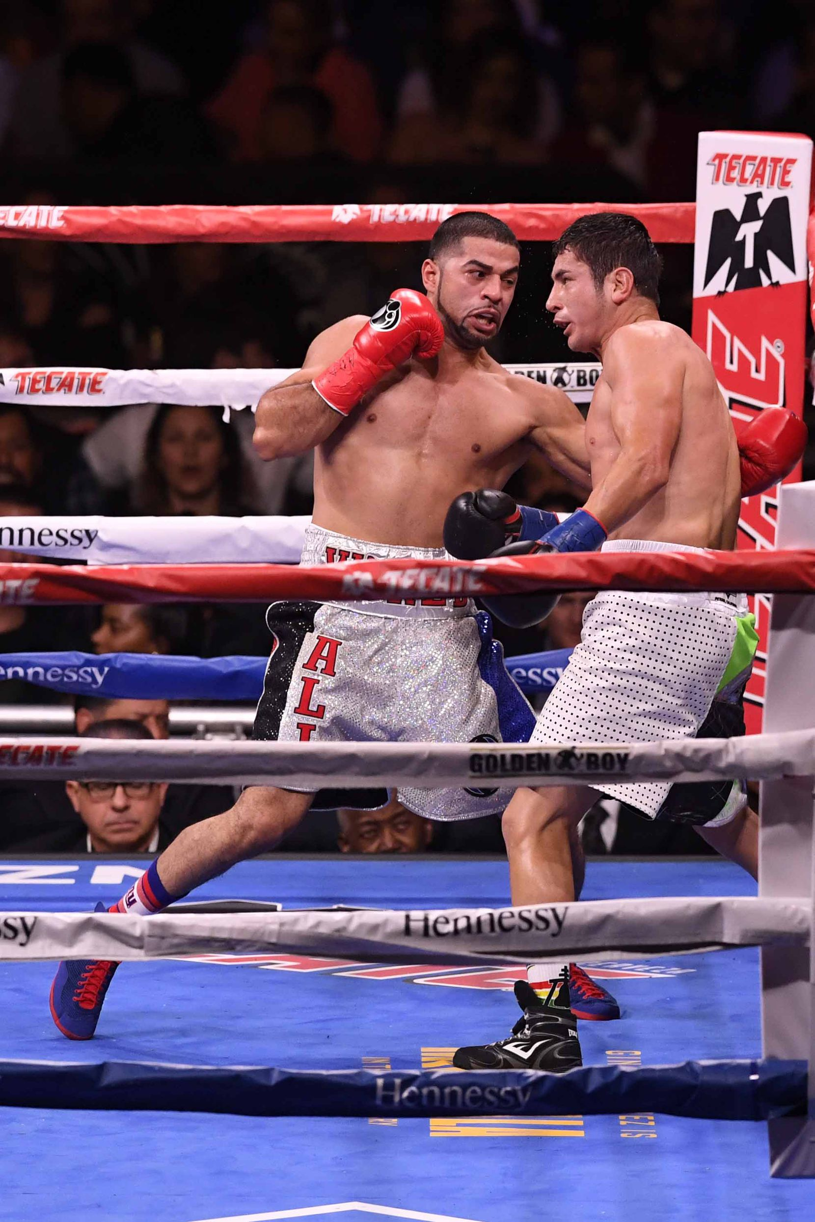 Sadam Ali (izq.) vs. Mauricio Herrera (der.) en diciembre de 2018 en Nueva York. (Photo by Sarah Stier/Getty Images)