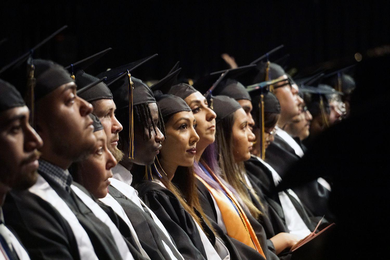 551 estudiantes de Mountain View College celebraron su graduación el jueves. El estudiantado de este plantel de DCCCD rebasa los 11,000, y la mitad de ellos son latinos. (Lawrence Jenkins/Especial para Al Día)