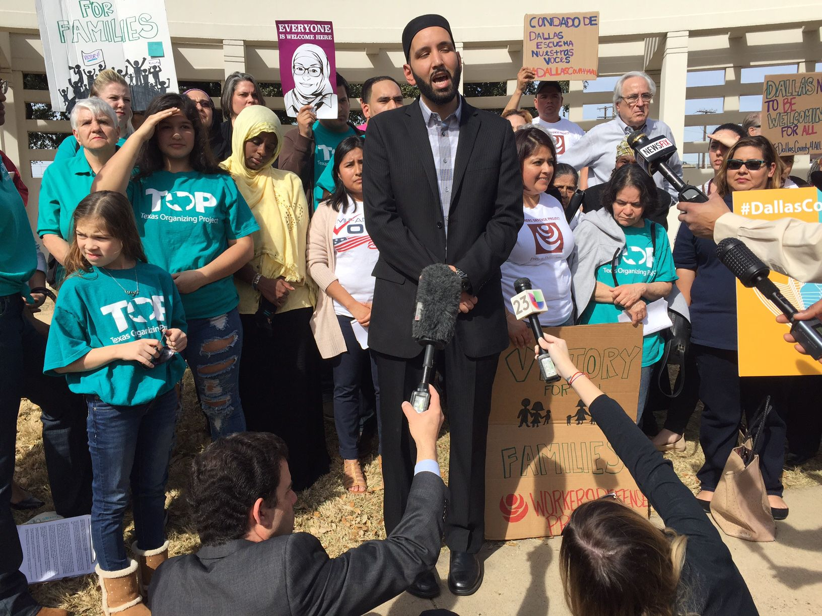 """El imán Omar Suleiman dijo que Dallas puede seguir siendo un modelo para el resto de Estados Unidos, luego de que la corte de comisionados del condado aprobara la resolución """"Welcoming Communities""""."""