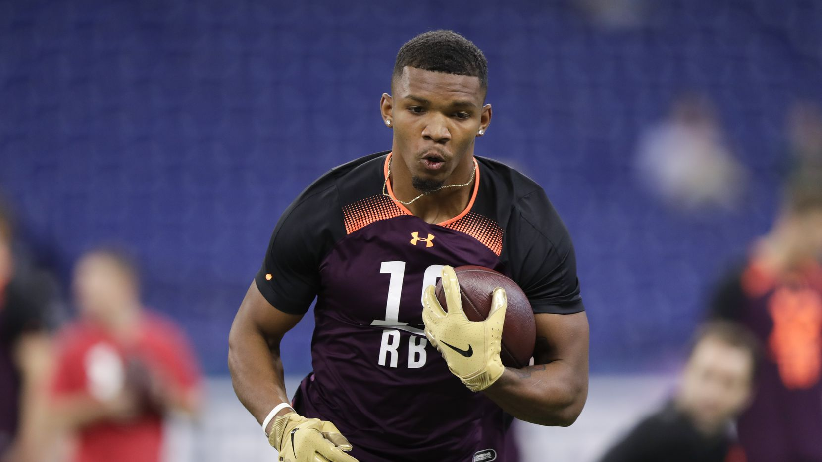 Memphis running back Tony Pollard runs a drill at the NFL football scouting combine in Indianapolis, Friday, March 1, 2019. (AP Photo/Michael Conroy)
