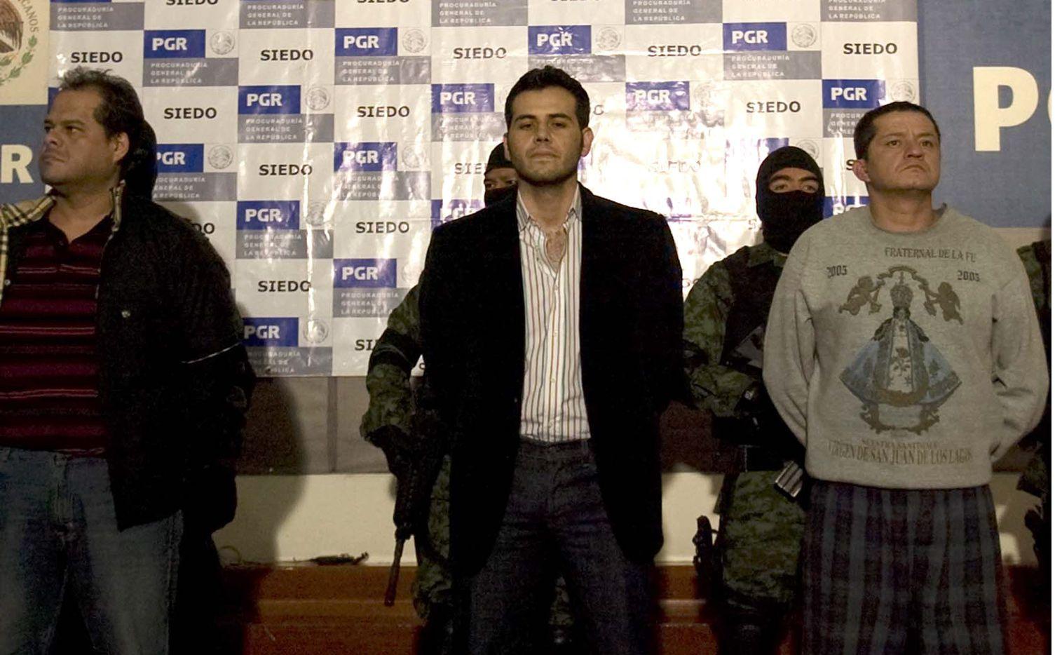 """Justo cuando comienza el juicio contra Guzmán Loera en Nueva York, en el que se espera que testifique Zambada Niebla (centro), el hijo del """"Mayo"""" admitió ante el juez de distrito Rubén Castillo varios cargos de narcotráfico que le fincaron desde 2003./ AGENCIA REFORMA"""