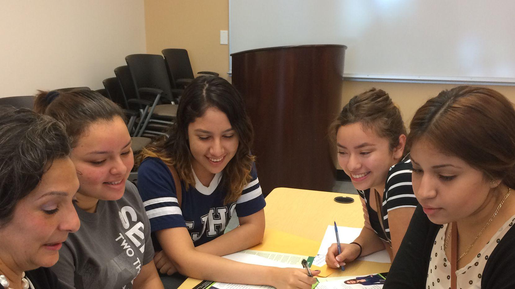 """El programa """"Destination Registration"""" es presentado por los colegios comunitarios de Dallas y ofrece ayuda a los graduados del distrito escolar de Dallas. (CORTESÍA)"""