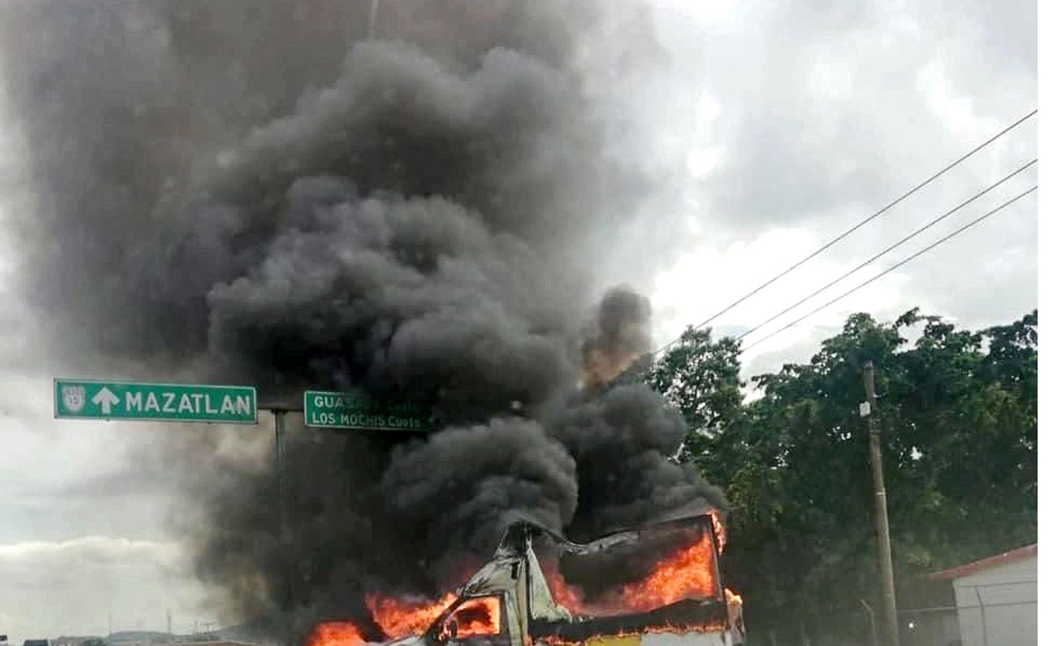 La imagen muestra uno de los múltiples vehículos que fueron incendiados el 17 de octubre de 2019 durante el operativo fallido en el que el gobierno intentó capturar al hijo de Joaquín 'El Chapo' Guzman en Culiacán, Sinaloa.