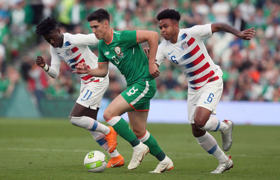 Republic of Ireland's Callum O'Dowda, center, runs away from United States' Timothy Weah, left, and Weston McKennie, right, during the International Friendly match at the Aviva Stadium, Dublin, Ireland, Saturday, June 2, 2018. (Brian Lawless/PA via AP)
