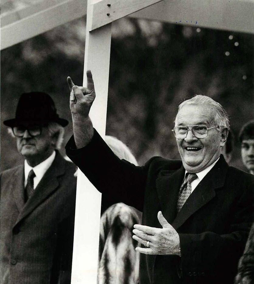 Texas Gov. William P. Clements gave the hook-em-horns sign from the reviewing platform as the University of Texas band passed during his inauguration parade on Jan. 20, 1987, in Austin.
