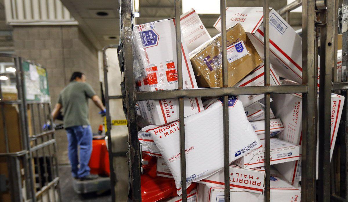 Paquetes enviados durante la época navideña por el Servicio Postal de Estados Unidos. TOM FOX/DMN