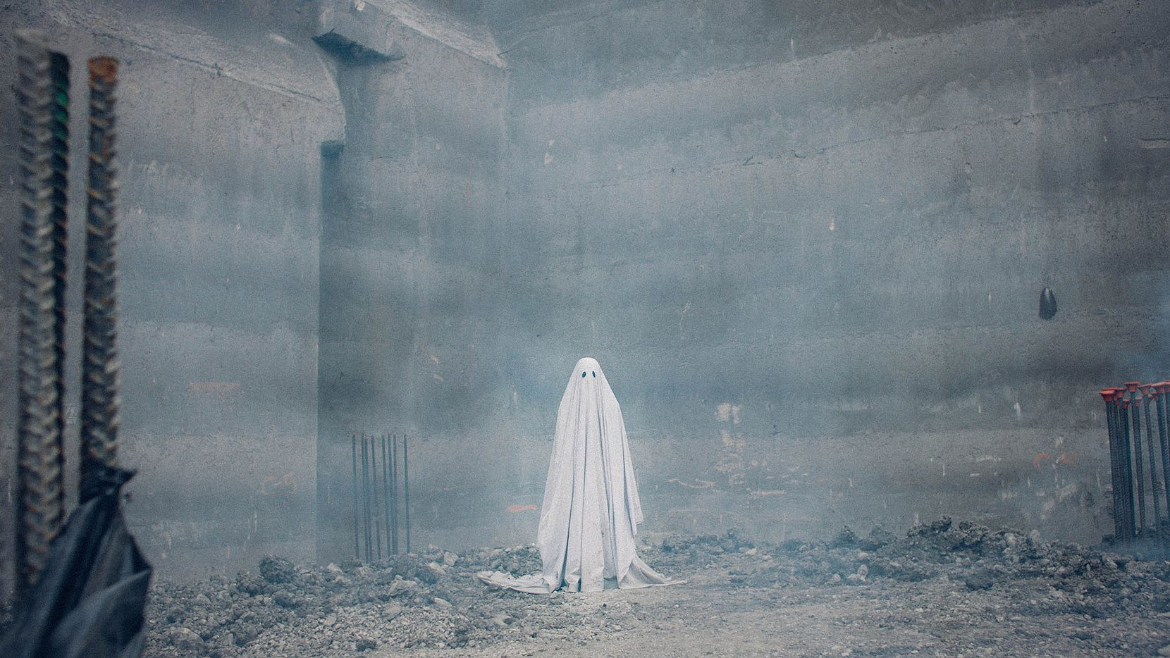 """Casey Affleck (and sheet) in David Lowery's """"A Ghost Story"""""""