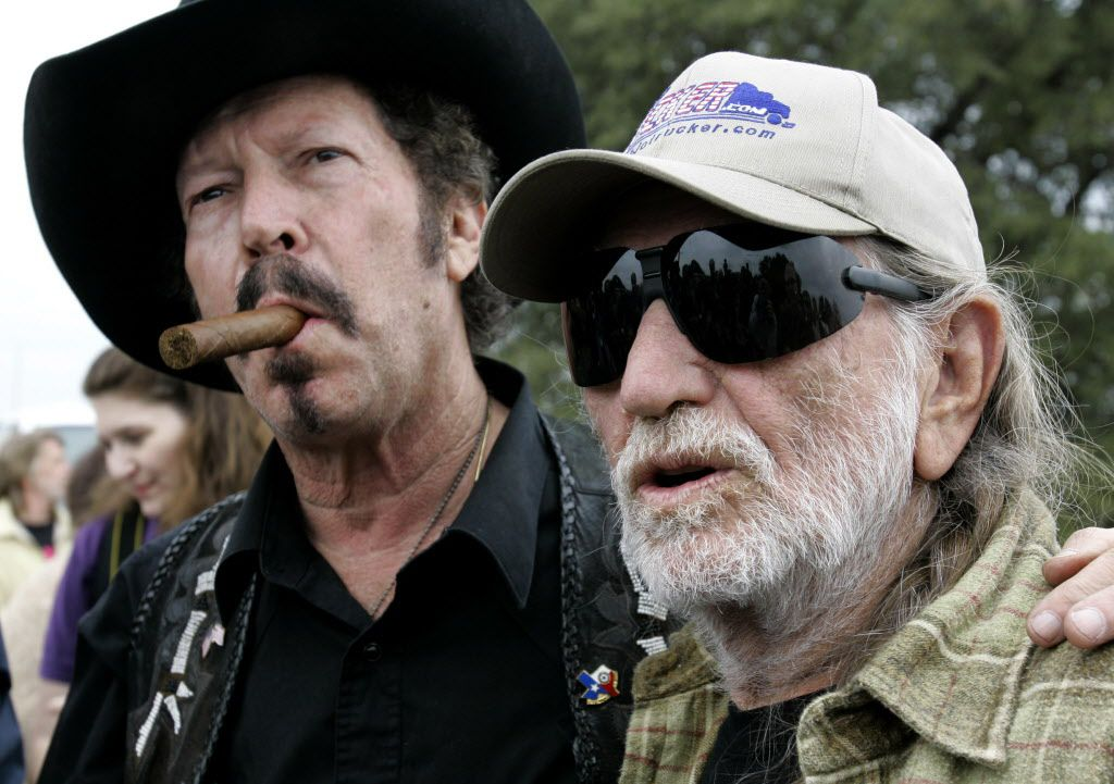 ORG XMIT: *S0419039732* Independent gubernatorial candidate Kinky Friedman, left, and country singer Willie Nelson make a joint appearance at Nelson's ranch in Spicewood, Texas, in this Nov. 4, 2006 file photo.