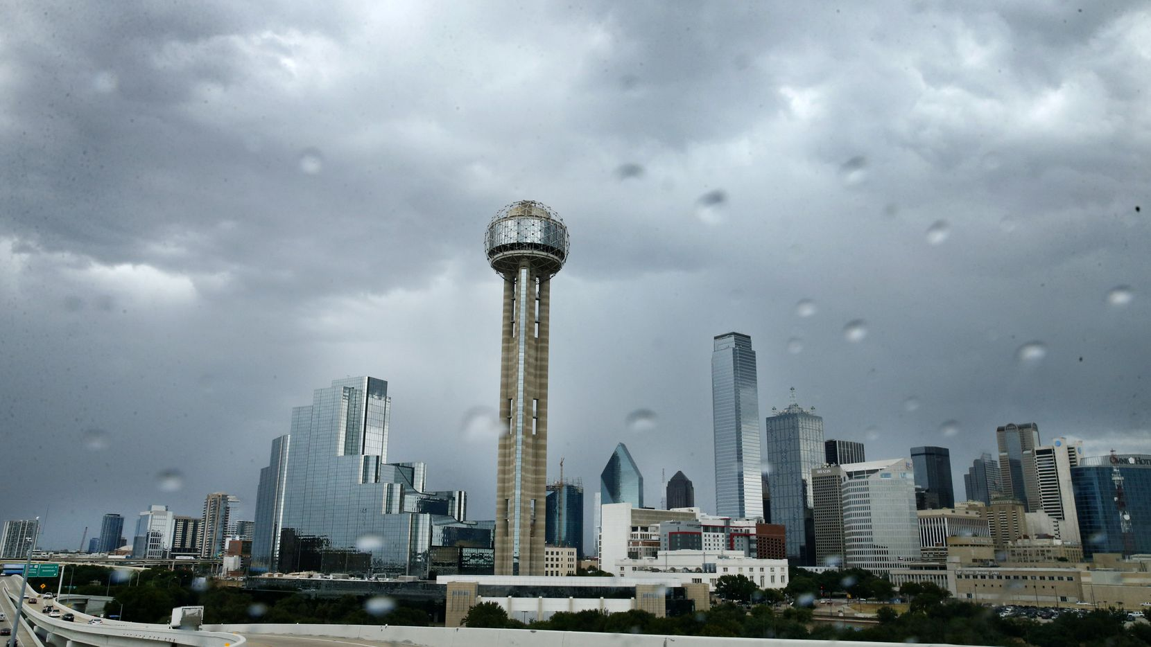 Storms rolled across downtown Dallas dropping temperatures into the 70's, Friday, August 30, 2019. (Tom Fox/The Dallas Morning News)