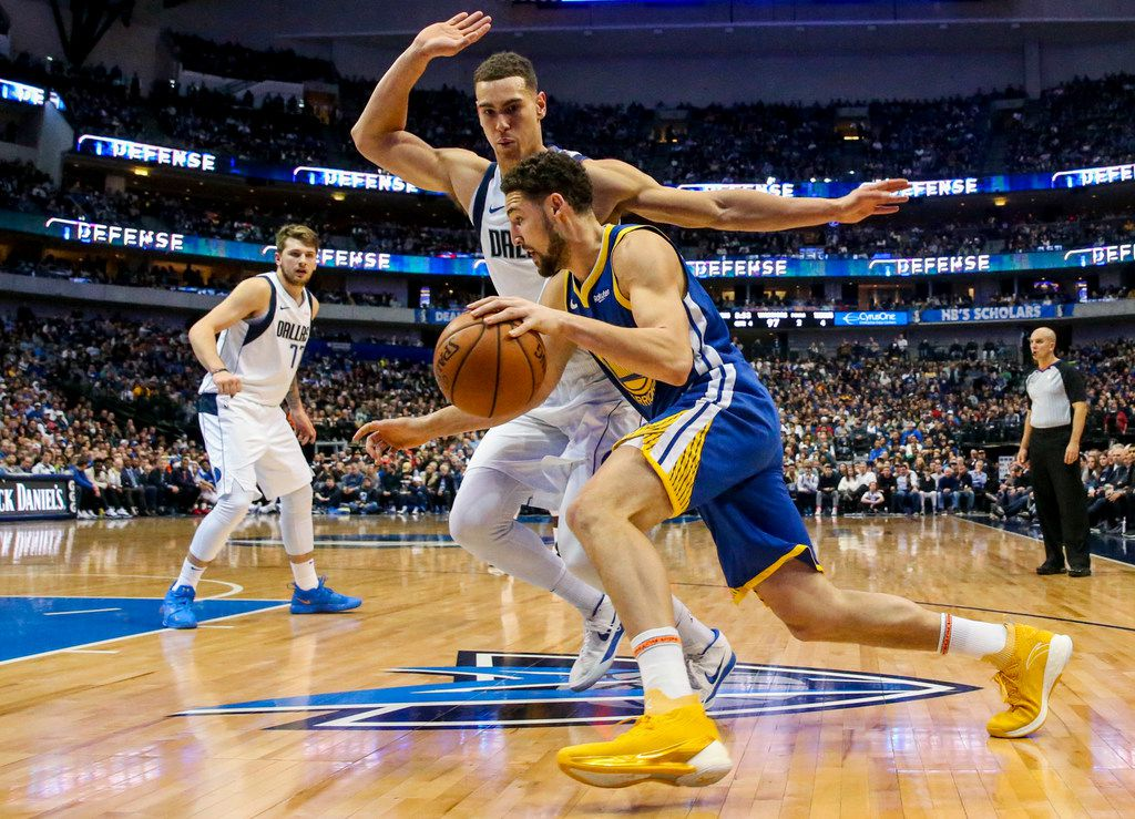 FILE - Warriors guard Klay Thompson (11) drives the ball against Mavericks forward Dwight Powell (7) during a game at American Airlines Center in Dallas on Sunday, Jan. 13, 2019. (Shaban Athuman/The Dallas Morning News)