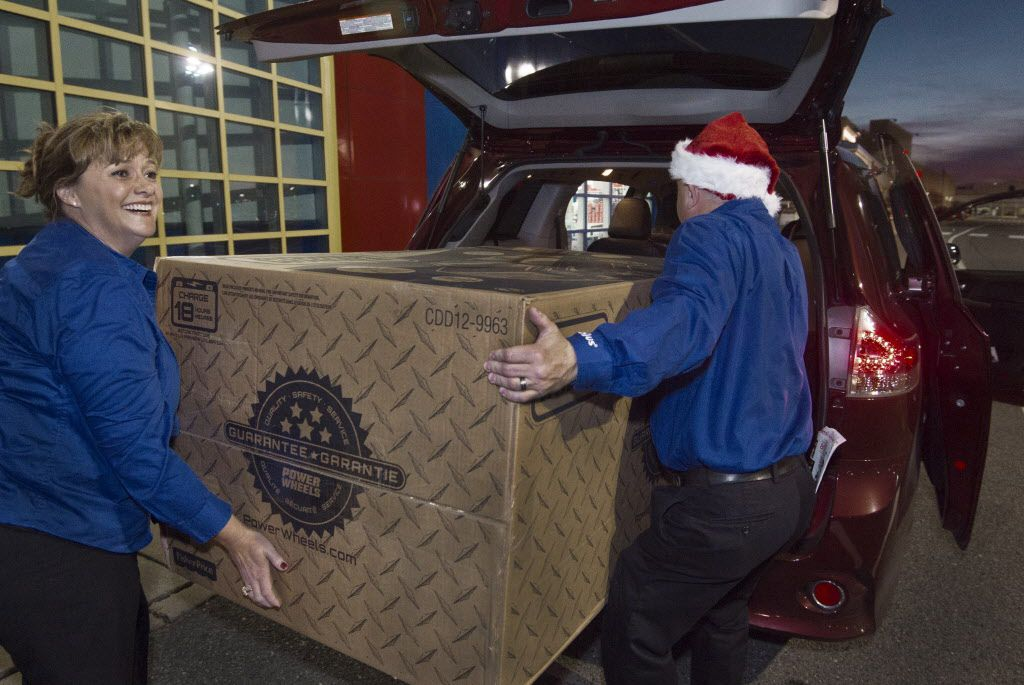 Managers at a Toys-R-Us store load a giant toy into a van  in Fairfax, Virginia on November 26, 2015 during a Black Friday sale that extended a day earlier into Thanksgiving evening.