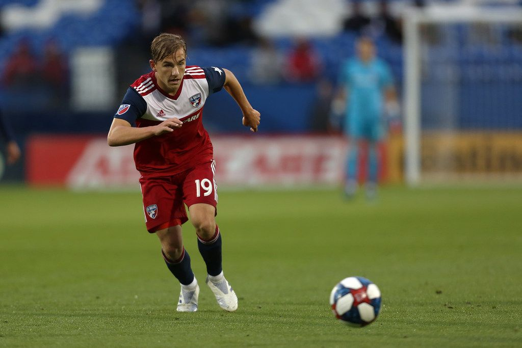 Frisco, Texas: Paxton Pomykal #19 of FC Dallas controls the ball during game between FC Dallas and Portland Timbers on April 13, 2019 at Toyota Stadium. (Photo by Omar Vega / Al Dia Dallas)