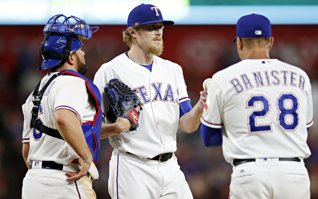Texas Rangers manager Jeff Banister (28) pulls relief pitcher Jake Diekman from the game during the ninth inning of the Rangers' 8-7 loss to the Boston Red Sox Friday, June 24, 2016 at Globe Life Park in Arlington, Texas. (G.J. McCarthy/The Dallas Morning News)