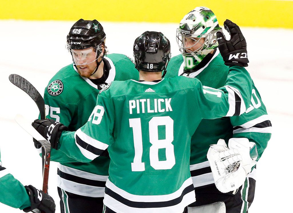 Dallas Stars right wing Brett Ritchie (25) and center Tyler Pitlick (18) congratulate goaltender Ben Bishop (30) on his 4-2 victory over the  Los Angeles Kings at the American Airlines Center in Dallas, Tuesday, October 23, 2018. (Tom Fox/The Dallas Morning News)