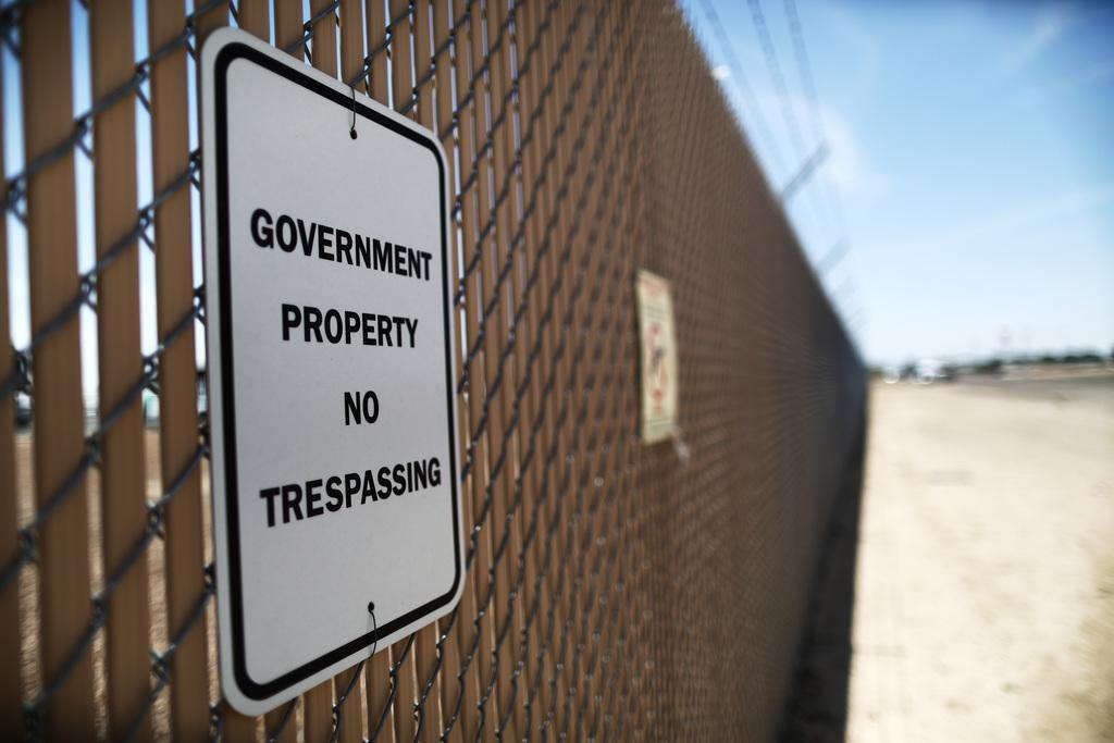 Un letrero de la Patrulla Fronteriza en el centro de detención de menores en Clint, Texas. Más de 100 niños fueron devueltos a este cuestionado centro, luego de que sacaron a 249 el martes. (GETTY IMAGES/MARIO TAMA)