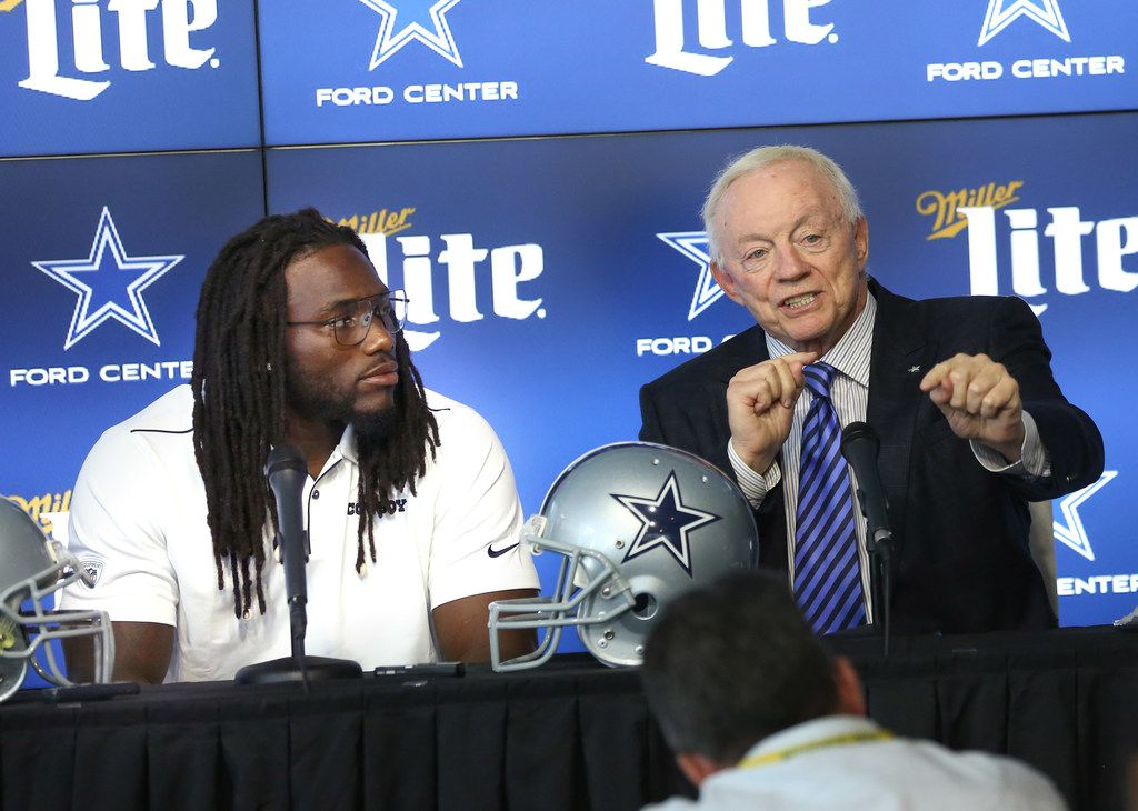 Dallas Cowboys linebacker Jaylon Smith (center) speaks alongside owner Jerry Jones (right) and Executive Vice President and CEO Stephen Jones (left) during a press conference announcing Smith's contract extension at the AT&T Media Center in Frisco, Texas on Tuesday, Aug. 20, 2018. (Lynda M. Gonzalez/The Dallas Morning News)