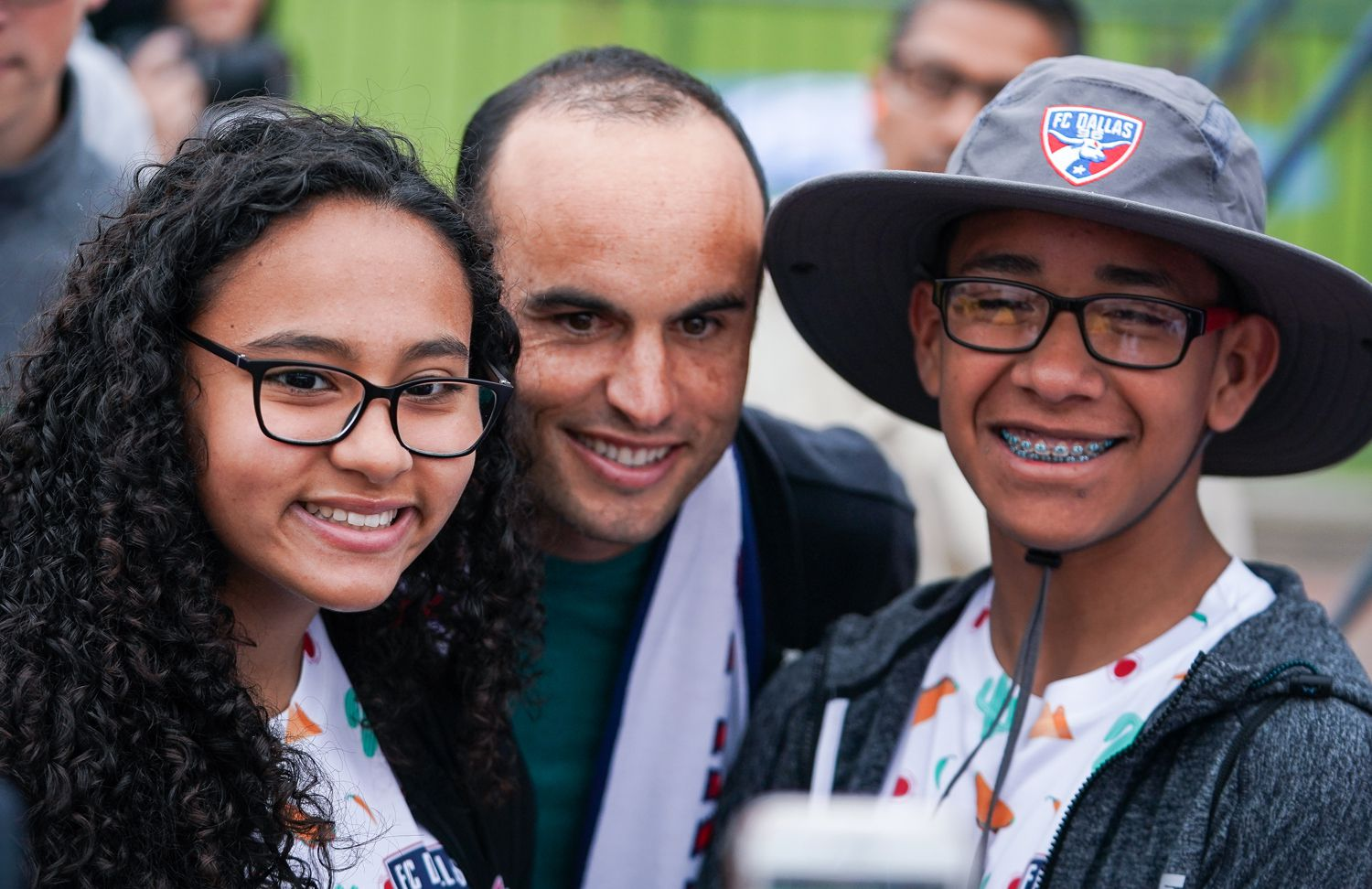 Landon Donovan poses with fans at the FC Dallas game against Colorado Rapids. (3-23-19)