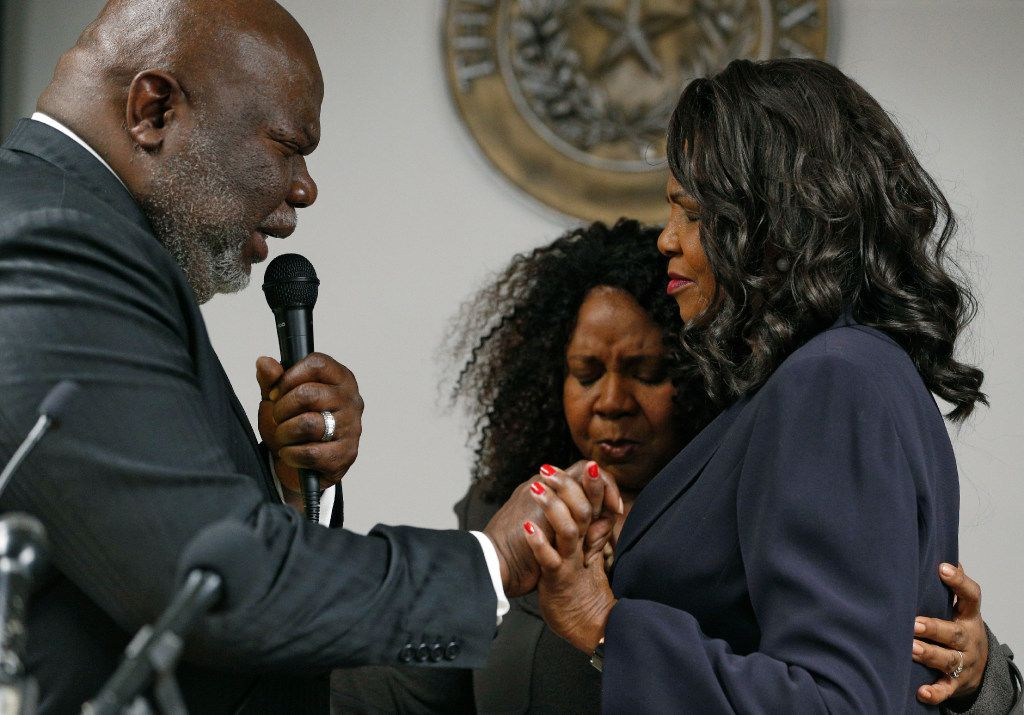 Bishop T. D. Jakes and his wife Serita Jamison (center) prayed with Faith Johnson after she was sworn in as Dallas County District Attorney at the Frank Crowley Courts Building on Monday.  (Nathan Hunsinger/The Dallas Morning News)