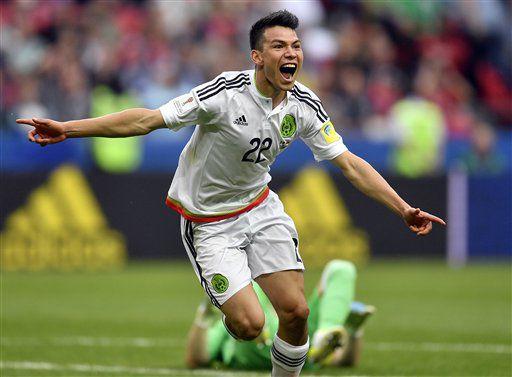 El jugador de México, Hirving Lozano, festeja un gol contra Rusia en la Copa Confederaciones el sábado, 24 de junio de 2017, en Kazán, Rusia. (AP Photo/Martin Meissner)