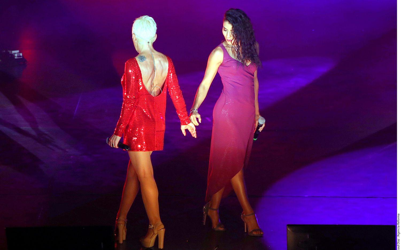 Maíra León (der.), integrante de Playa Limbo, y Ana Torroja (izq.) realizaron una presentación con mucho cachondeo y pasión durante el concierto que ofreció la española en el Auditorio Nacional./AGENCIA REFORMA