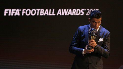 Cristiano Ronaldo gana el premio The Best 2017. Foto AP