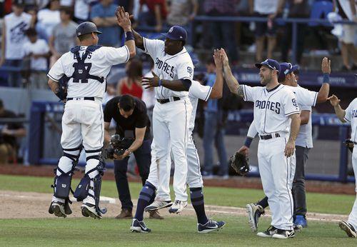 Los Padres de San Diego venció el domingo 3-0 a los Dodgers de Los Ángeles, para ganar dos de los tres partidos de la primera serie de las mayores en temporada regular en México desde 1999. Foto AP