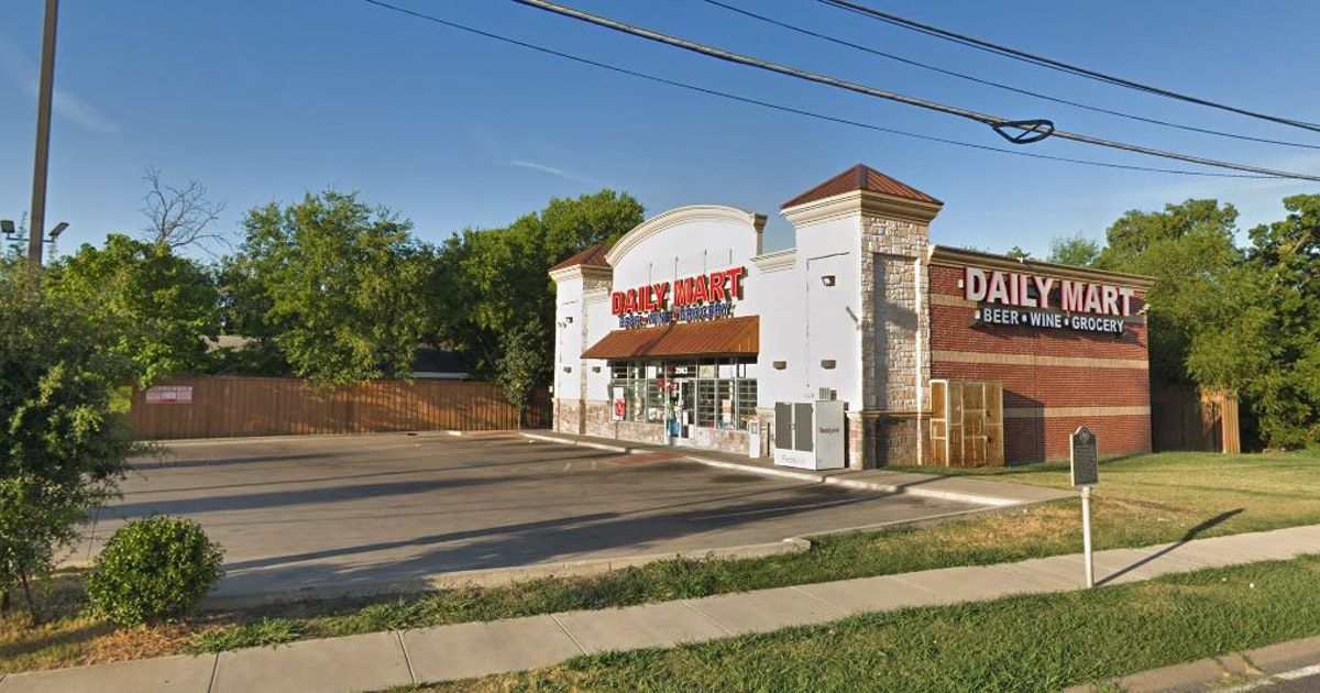 En este Daily Mart de Pleasant Grove fue asesinada una persona el martes en la noche. DMN