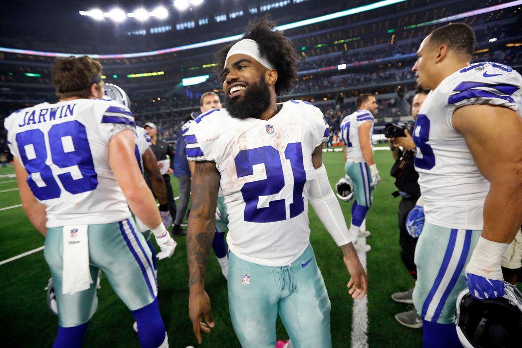 Dallas Cowboys running back Ezekiel Elliott (21) smiles big as he congratulates teammates on their win over the Jacksonville Jaguars at AT&T Stadium in Arlington, Texas, Sunday, October 14, 2018. (Tom Fox/The Dallas Morning News)
