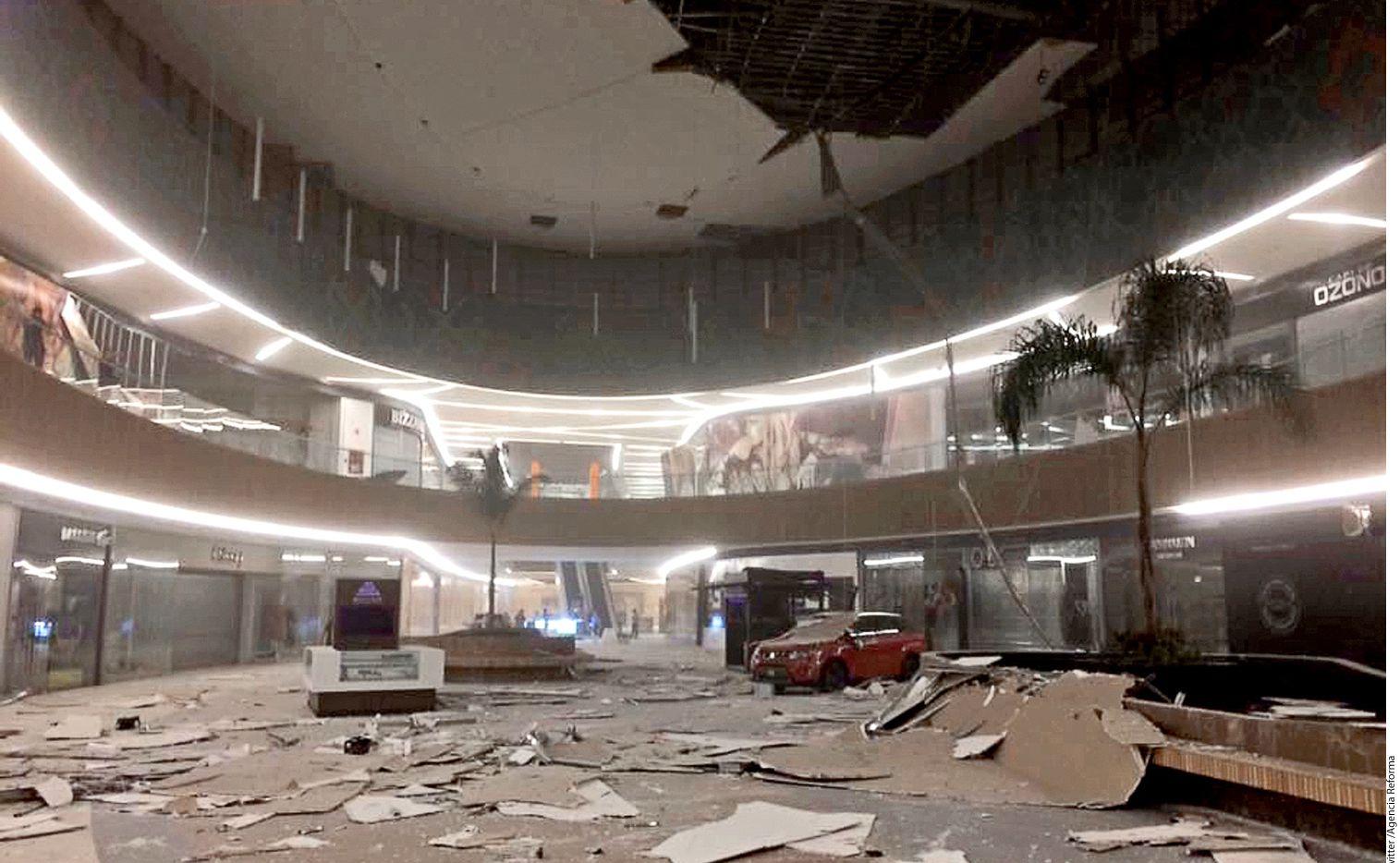 La plaza Ámbar, inaugurada recientemente en Tuxtla Gutiérrez, Chiapas, sufrió daños en techo y muros./AGENCIA REFORMA