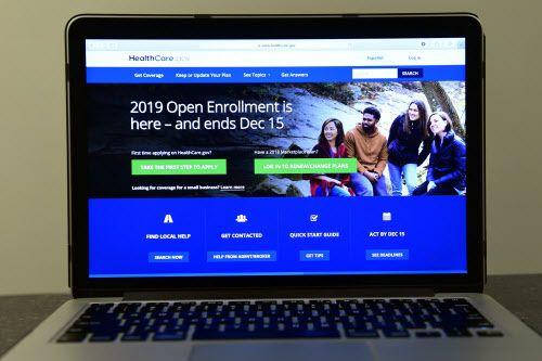 La página web del gobierno federal donde el público puede inscribirse a las pólizas de seguro disponibles bajo la ley de Cobertura de Salud Asequibles, o Affordable Care Act.  AP Photo/Susan Walsh)
