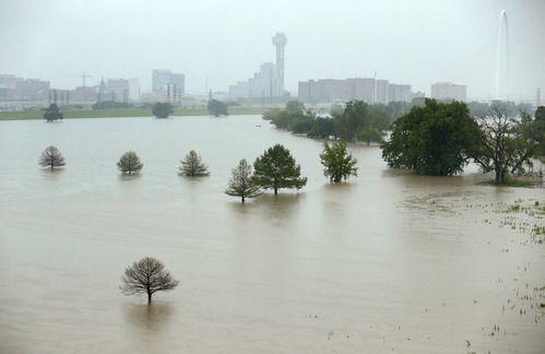 El río Trinity se ha desbordado con las lluvias de las últimas semanas.  TOM FOX/DMN
