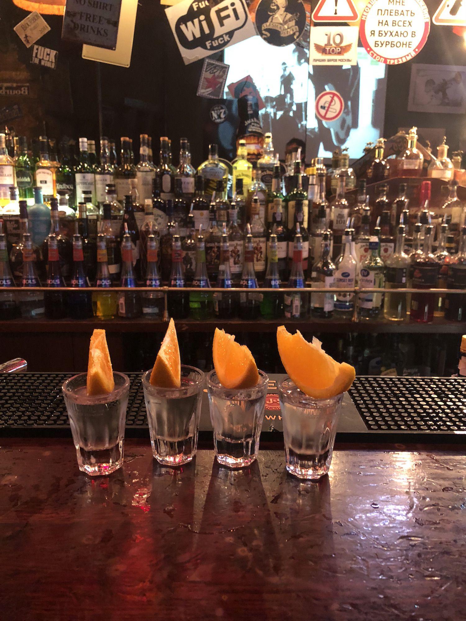 La manera correcta de tomar vodka.