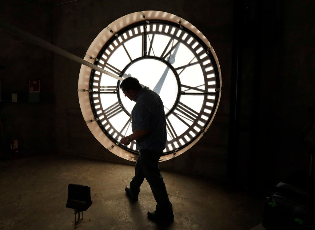 """Voters on Nov. 5 would have this choice, if the Texas House gets its way: """"Which of the following do you prefer? Observing standard time year-round. Observing daylight saving time year-round."""""""