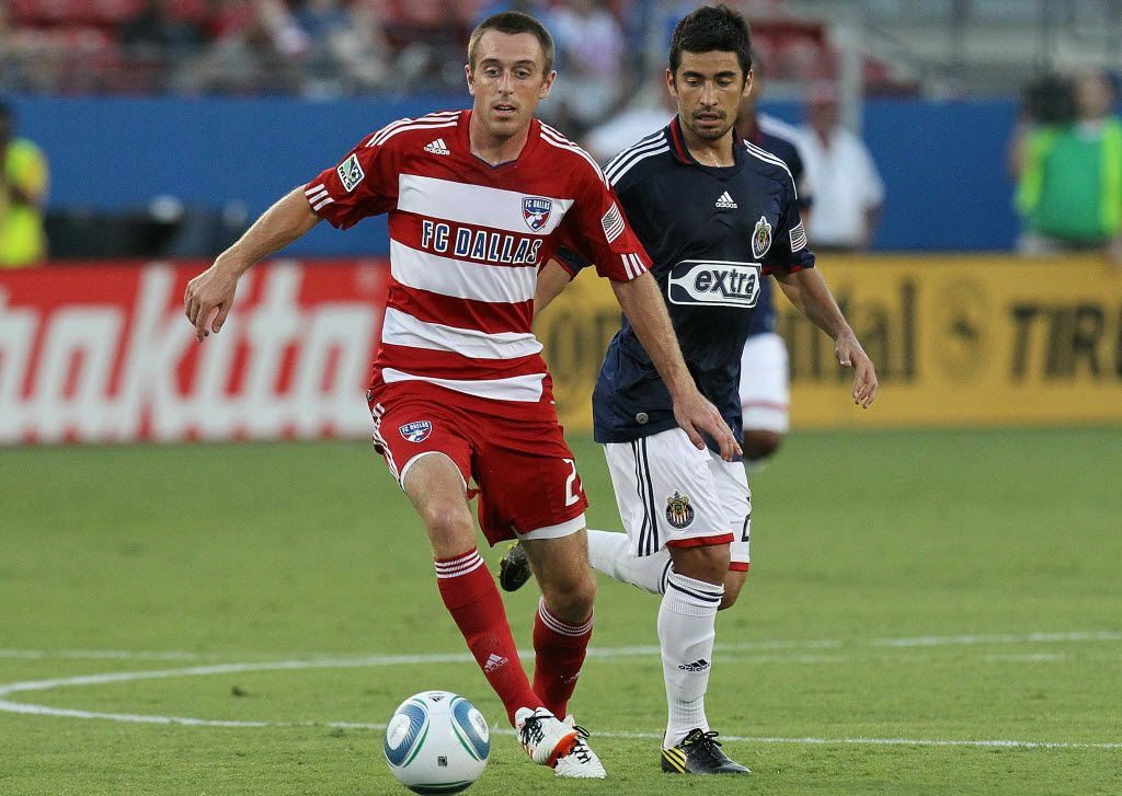 ORG XMIT: 97838618 FRISCO, TX - AUGUST 21:  Midfielder Eric Alexander #24 of FC Dallas dribbles the ball past Paulo Nagamura #26 of Chivas USA at Pizza Hut Park on August 21, 2010 in Frisco, Texas.  (Photo by Ronald Martinez/Getty Images) 08282010xALDIA
