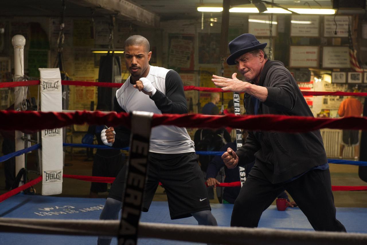 Michael B. Jordan es Adonis Johnson, a la izquierda, y Sylvester Stallone regresa como Rocky Balboa, en una escena de la cinta 'Creed' (CORTESÍA/WARNER BROS.)
