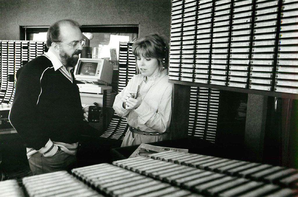 Ron Chapman and KVIL producer Sandi Hopkins in 1986.(Juan Garcia/Staff photo)