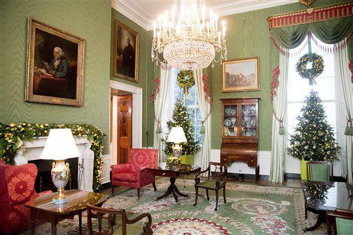 l Salón Verde aparece adornado en la Casa Blanca el martes 29 de noviembre del 2016, durante una presentación previa de la decoración navideña del 2016, el martes 29 de noviembre del 2016, en Washington. (AP Foto/Andrew Harnik)