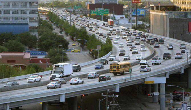 Más de 2.6 millones de personas viajarán por carretera durante el fin de semana feriado del 4 de julio. (AP/ARCHIVOS)