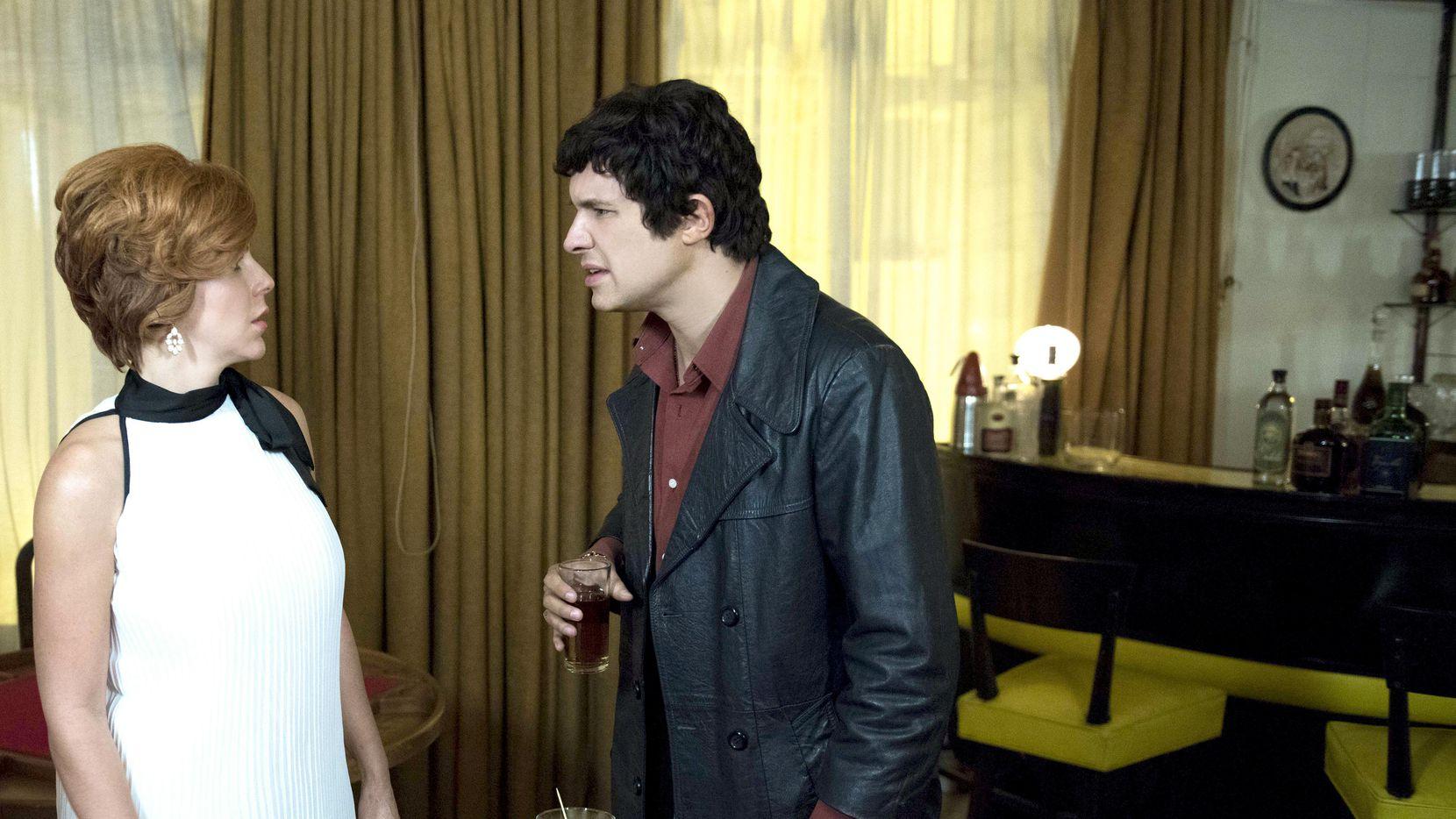 Alejandro de la Madrid interpreta a José José en la nueva serie que inicia el lunes en Telemundo.
