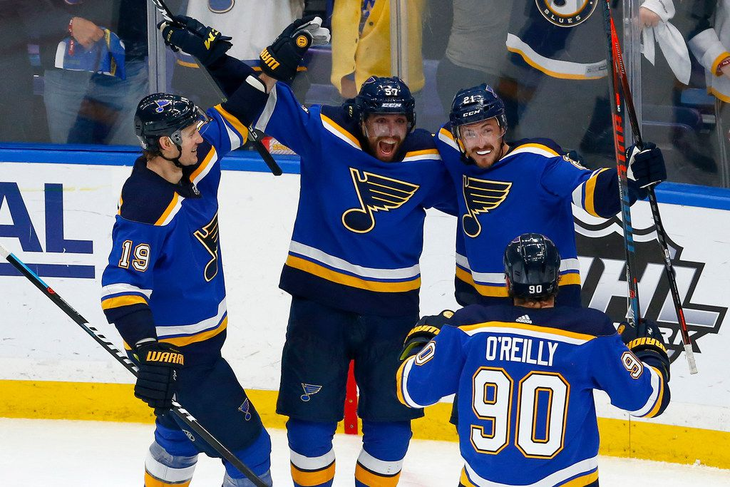 ST LOUIS, MISSOURI - MAY 21: Tyler Bozak #21 of the St. Louis Blues celebrates with teammates after scoring a goal on Martin Jones #31 of the San Jose Sharks during the third period in Game Six of the Western Conference Finals during the 2019 NHL Stanley Cup Playoffs at Enterprise Center on May 21, 2019 in St Louis, Missouri. (Photo by Dilip Vishwanat/Getty Images) *** BESTPIX ***