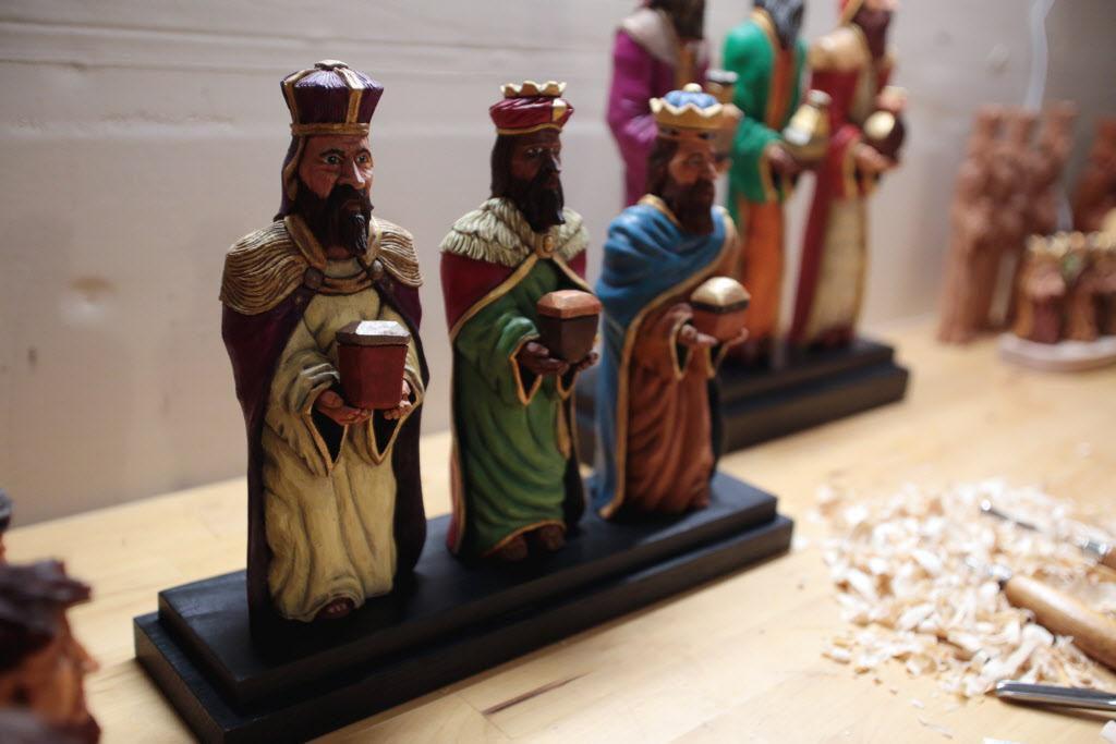 Las obras de Carlos López se vendan hasta en más de $1,000 y son parte de una tradición del Día de Reyes en la isla. MARÍA OLIVAS/AL DÍA