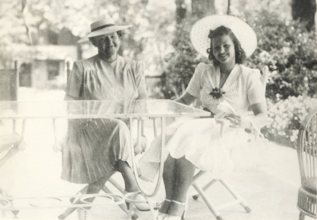 Caroline Hunt with her mother, Lyda, at her Hockaday School graduation in 1939.