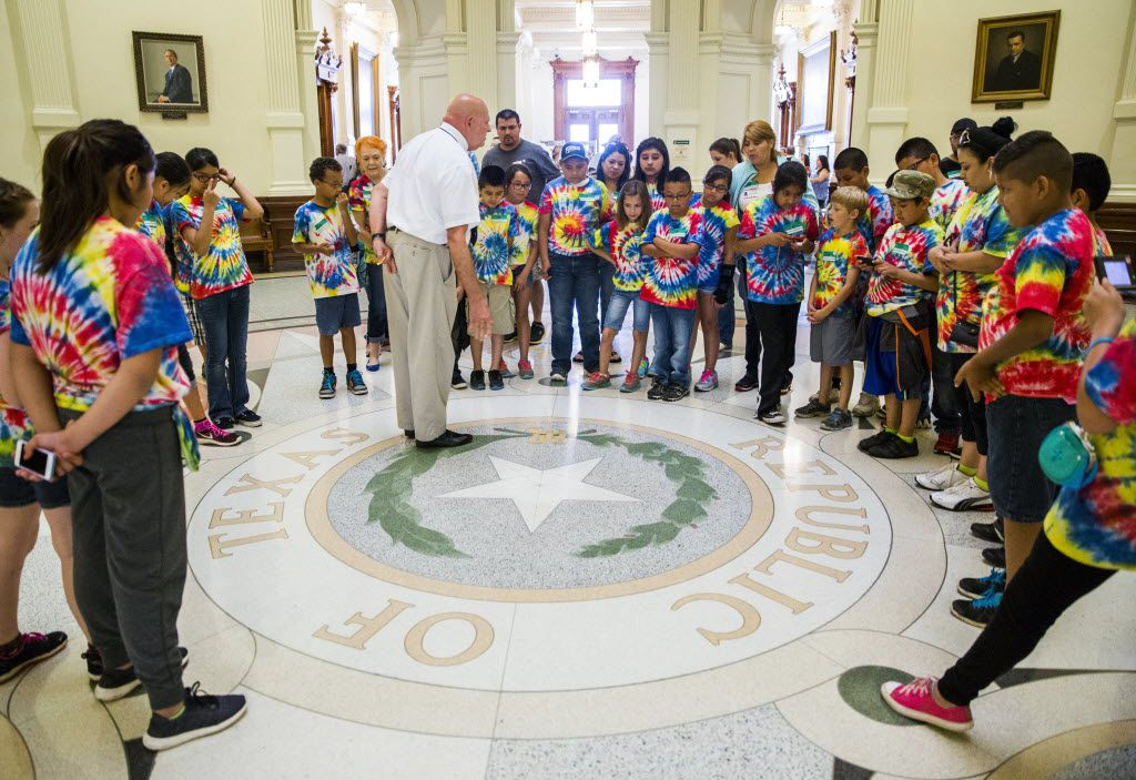 Fourth grade students from Cooke Elementary School in Cleburne take a tour of the Texas Capitol dome during the final days of the 84th Texas Legislature regular session on May 29, 2015.