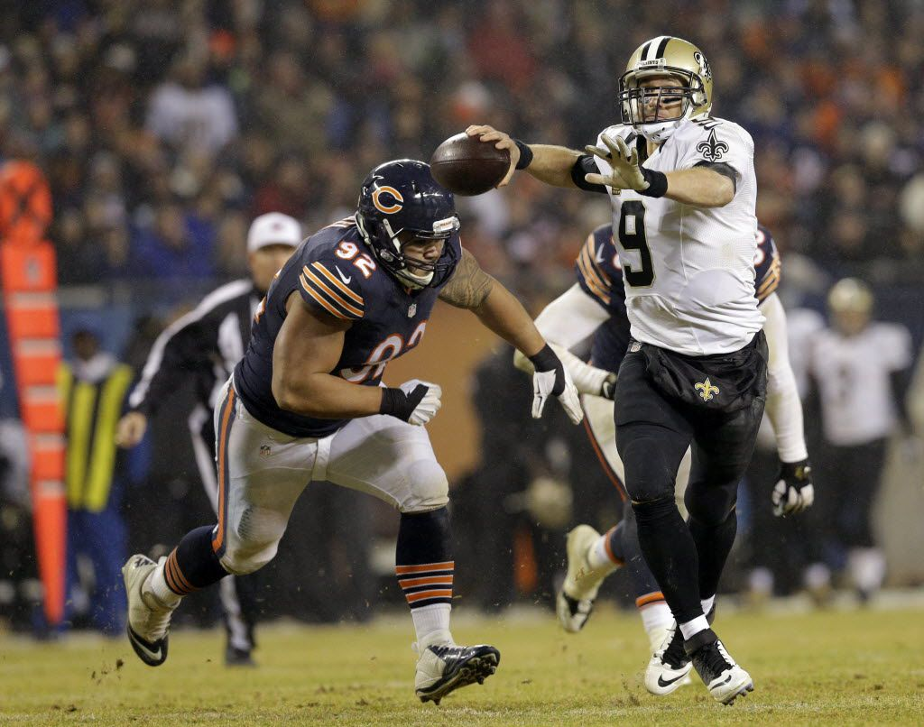 New Orleans Saints quarterback Drew Brees (9) throws a pass against Chicago Bears defensive tackle Stephen Paea (92) during the second half of an NFL football game Monday, Dec. 15, 2014, in Chicago. (AP Photo/Nam Y. Huh) 12172014xALDIA